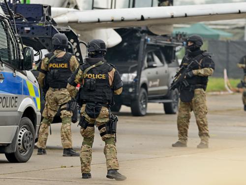 テロを警備する警察のイメージ画像
